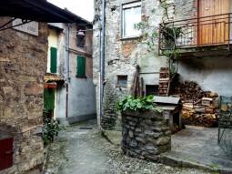 Il borgo di Torriggia Alta, frazione di Laglio
